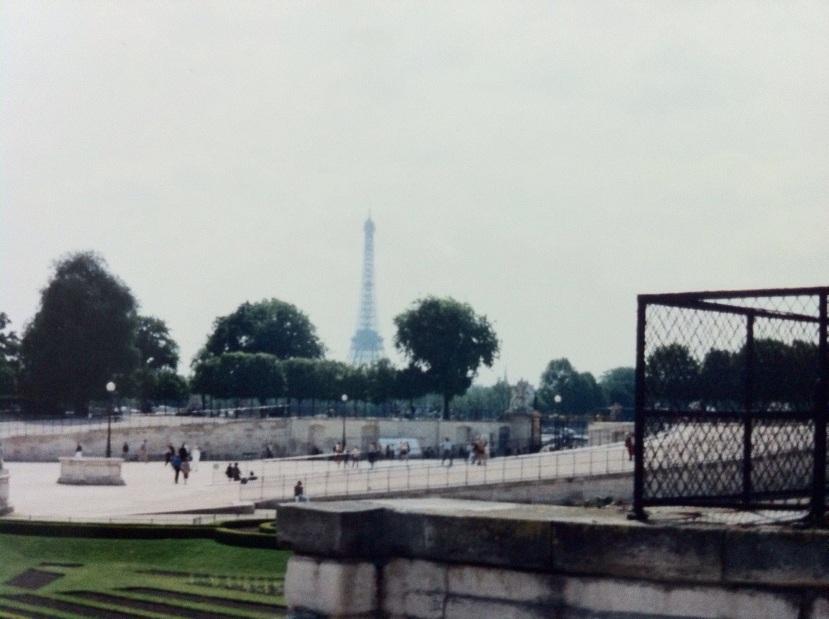 A familiar Paris landmark. [Photo by me, 1994.]