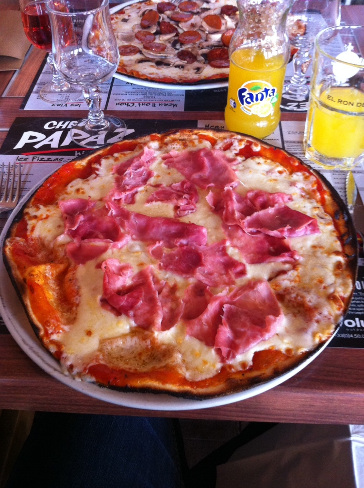 A French pizza. A lunch last week. [Photo by me, 2016.]
