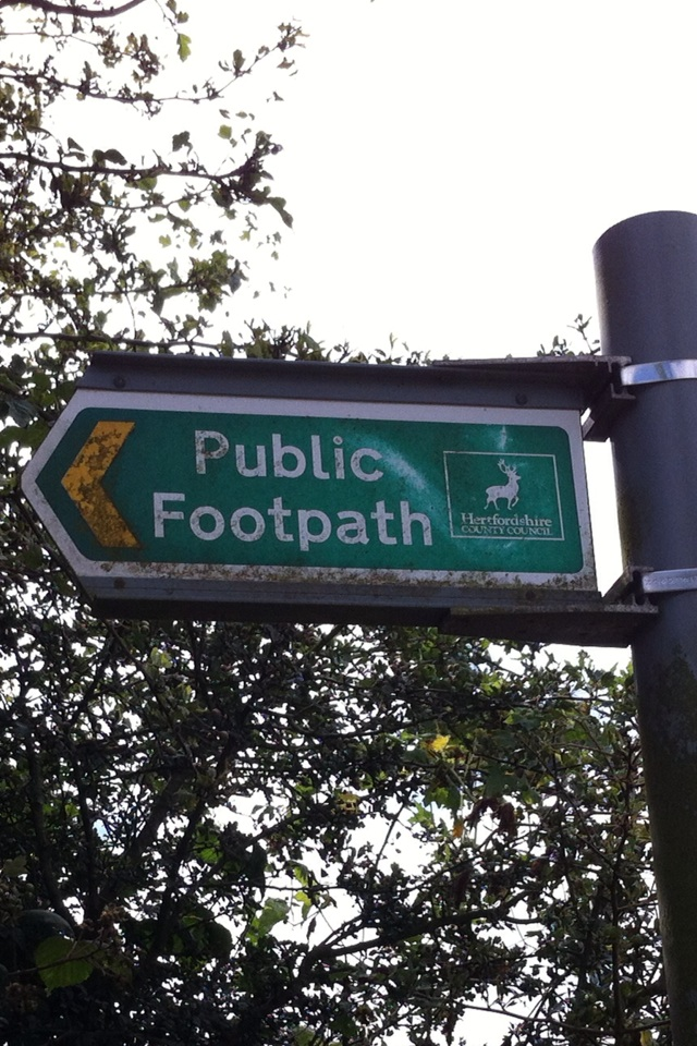 Public Footpath sign. [Photo by me, 2016.]