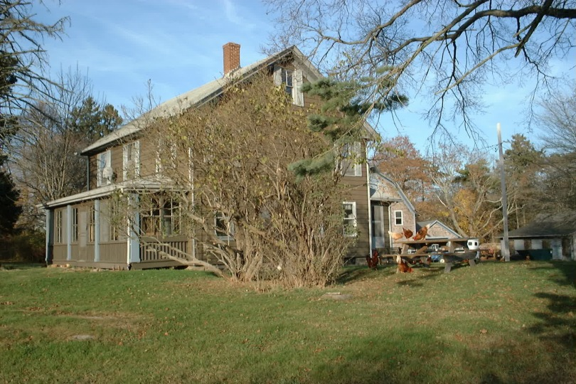 A late relative's home in America. [Photo by me, many Thanksgivings ago.]